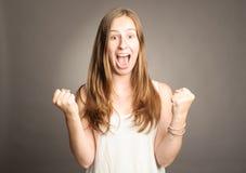 Mujer joven que grita Imagenes de archivo