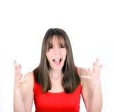 Mujer joven que grita con la cara divertida aislada en el backgrou blanco Fotografía de archivo libre de regalías