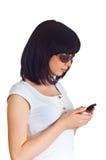 Mujer joven que habla en el teléfono móvil Fotos de archivo libres de regalías