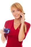 Mujer joven que habla en un teléfono celular Fotografía de archivo libre de regalías