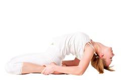 Mujer joven que hace ejercicio de la yoga Foto de archivo