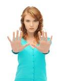 Mujer joven que hace gesto de la parada Imagen de archivo libre de regalías