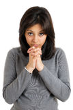 Mujer joven que hace gesto del rezo Foto de archivo