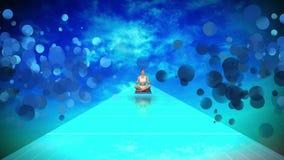 Mujer joven que hace la yoga que localiza en piso azul contra el cielo azul