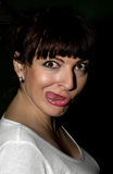 Mujer joven que hace una cara divertida Imágenes de archivo libres de regalías