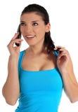 Mujer joven que hace una llamada de teléfono Fotos de archivo libres de regalías