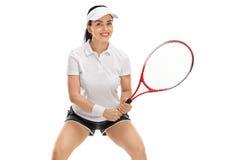 Mujer joven que juega a tenis Imagen de archivo