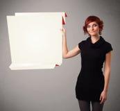 Mujer joven que lleva a cabo el espacio blanco de la copia de papel del origami Imagen de archivo