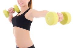 Mujer joven que lleva a cabo pesas de gimnasia aisladas en blanco Foto de archivo libre de regalías