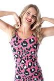 Mujer joven que lleva a Mini Dress rosado Fotos de archivo