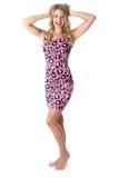 Mujer joven que lleva a Mini Dress rosado Fotografía de archivo