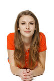 Mujer joven que miente en el piso del estudio Imágenes de archivo libres de regalías