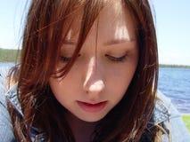 Mujer joven que mira abajo Foto de archivo libre de regalías