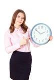 Mujer joven que muestra el reloj Imagen de archivo libre de regalías