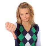 Mujer joven que muestra los pulgares abajo Imagenes de archivo