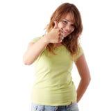 Mujer joven que muestra OK Imagen de archivo libre de regalías