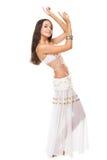 Mujer joven que plantea danza de vientre árabe Imagenes de archivo