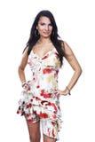 Mujer joven que presenta en el vestido de flores aislado en el fondo blanco fotografía de archivo libre de regalías