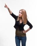 Mujer joven que señala al lado Imagenes de archivo
