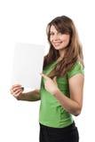 Mujer joven que señala en una muestra blanca. Imágenes de archivo libres de regalías