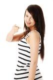 Mujer joven que señala en usted Fotografía de archivo