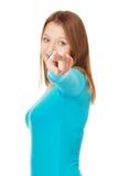 Mujer joven que señala en usted Imágenes de archivo libres de regalías