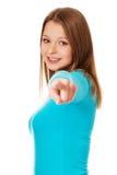 Mujer joven que señala en usted Imagen de archivo libre de regalías