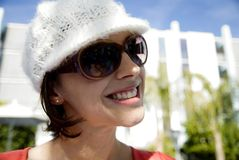 Mujer joven que se divierte imagen de archivo libre de regalías