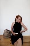 Mujer joven que se ejecuta tarde fotos de archivo libres de regalías