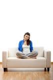 Mujer joven que se relaja Foto de archivo libre de regalías