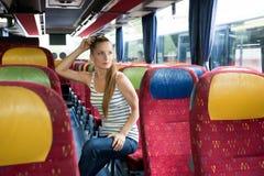 Mujer joven que se sienta en el autobús Imágenes de archivo libres de regalías