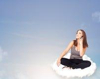 Mujer joven que se sienta en la nube con el espacio de la copia Imágenes de archivo libres de regalías