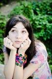 Mujer joven que soña despierto Imagenes de archivo