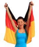 Mujer joven que sostiene el indicador alemán Foto de archivo libre de regalías