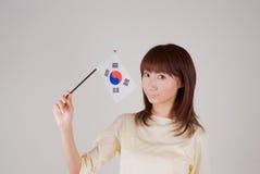 Mujer joven que sostiene el indicador coreano Foto de archivo libre de regalías