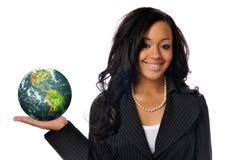 Mujer joven que sostiene el mundo Imágenes de archivo libres de regalías