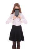 Mujer joven que sostiene la tablilla digital Fotografía de archivo libre de regalías