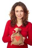 Mujer joven que sostiene un bolso del regalo Fotografía de archivo libre de regalías