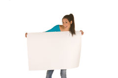 Mujer joven que sostiene un panel en blanco Fotos de archivo