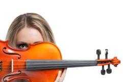 Mujer joven que sostiene un violín Fotografía de archivo libre de regalías