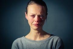 Mujer joven que sufre de la depresión severa Imagenes de archivo