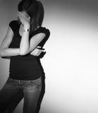Mujer joven que sufre de una depresión severa Foto de archivo libre de regalías