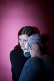 Mujer joven que sufre de una depresión severa Fotos de archivo libres de regalías