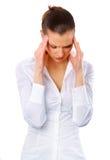 Mujer joven que sufre un dolor de cabeza Imagenes de archivo