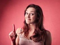 Mujer joven que tiene una idea Foto de archivo libre de regalías