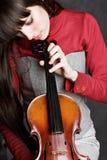 Mujer joven que toca el violín Foto de archivo libre de regalías