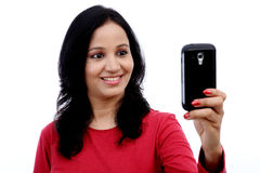 Mujer joven que toma la imagen del uno mismo Fotos de archivo