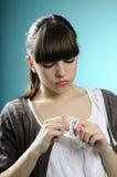 Mujer joven que toma píldoras Fotos de archivo libres de regalías