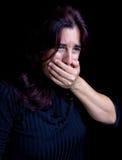 Mujer joven que tose o con náusea Fotografía de archivo libre de regalías