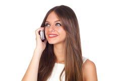 Mujer joven que usa un teléfono celular Foto de archivo libre de regalías